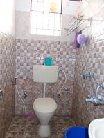 11OAU00270: Bathroom 3