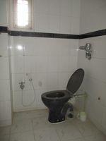 13M3U00417: Bathroom 2