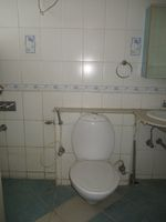 13J1U00189: Bathroom 1