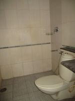 13J1U00189: Bathroom 2