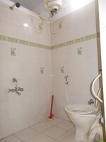 15J1U00158: Bathroom 3