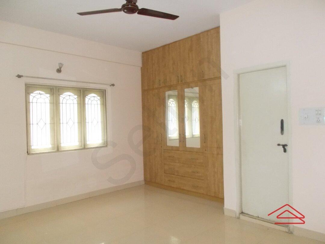 15J1U00158: Bedroom 1