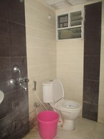 11M5U00230: Bathroom 2
