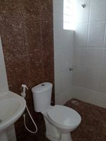 13M5U00256: Bathroom 2