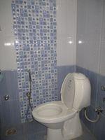 12M5U00007: Bathroom 2