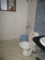 10J7U00159: Bathroom 2
