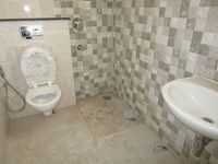 13A4U00326: Bathroom 2