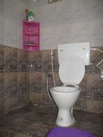 10F2U00011: Bathroom 2(attached)