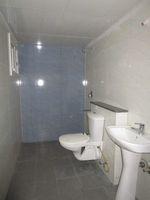 13J7U00190: Bathroom 1