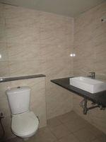 13J7U00190: Bathroom 2