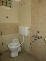 12S9U00215: Bathroom 2