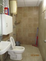 15A8U00569: Bathroom 2