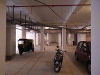 13J7U00125: parking 1