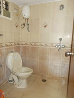 13OAU00101: Bathroom 2