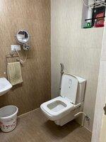 15S9U00955: Bathroom 1