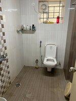 15S9U00955: Bathroom 2