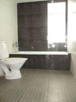 10A8U00010: Bathroom 4