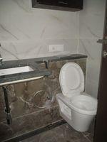 13M5U00079: Bathroom 1