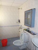 13M5U00229: Bathroom 1
