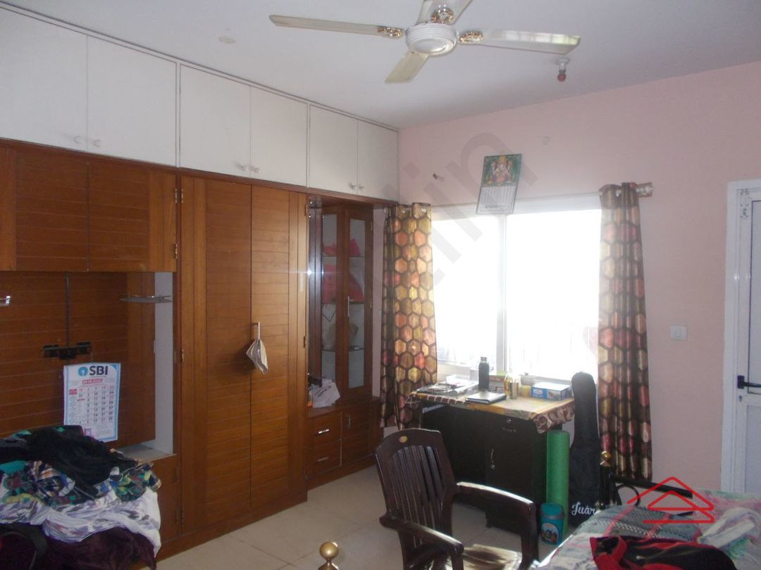 13M5U00229: Bedroom 1