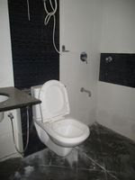 10S900018: Bathroom 1