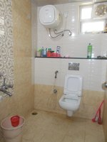 13A8U00184: Bathroom 2