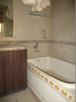 10J6U00344: Bathroom 4