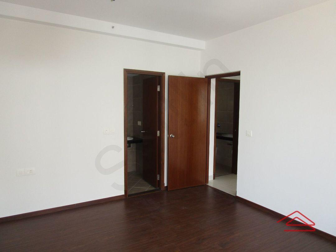 13M5U00035: Bedroom 1