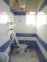15OAU00188: Bathroom 2