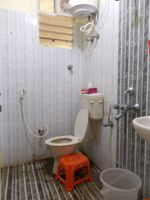 13J6U00463: Bathroom 2