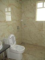 11A8U00018: Bathroom 2