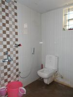 13J1U00064: Bathroom 2
