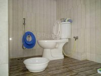 14A4U00909: Bathroom 1