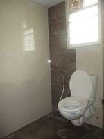 11S9U00347: Bathroom 2