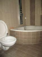 11S9U00347: Bathroom 3