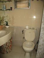 13J1U00260: Bathroom 1