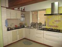 13J1U00260: Kitchen 1