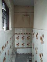 11S9U00379: Bathroom 6