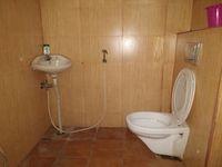 11S9U00379: Bathroom 4