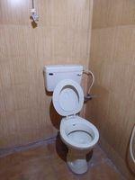 11S9U00379: Bathroom 5