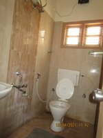15A4U00130: Bathroom 2