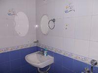 11DCU00244: Bathroom 1