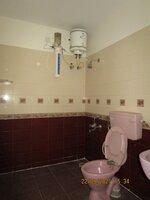 15S9U00770: Bathroom 2