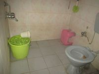 13M5U00783: Bathroom 1