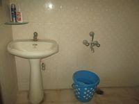 13M5U00783: Bathroom 2