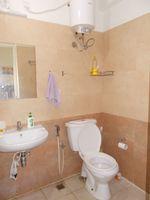 13M5U00239: Bathroom 1