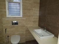 10J7U00056: Bathroom 1