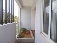 13J7U00426: Balcony 2