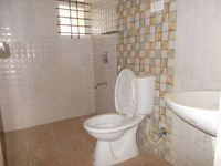 13J7U00426: Bathroom 2