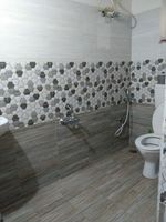 13M5U00548: Bathroom 1